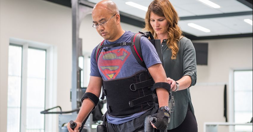 Brain injury patient and physical therapist