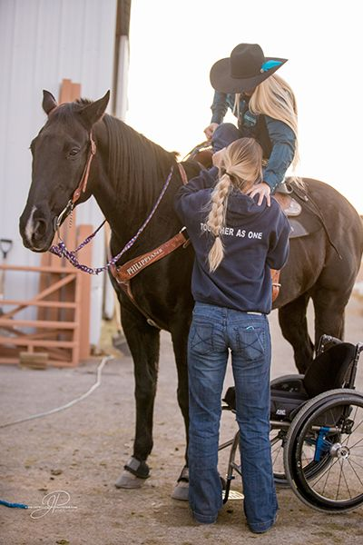 amberley-snyder-on-horse-with-help